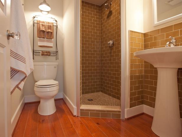جــوله في بيت آمـريكي BC11_01-Guest-Bathroom-FM-9968_s4x3_lg