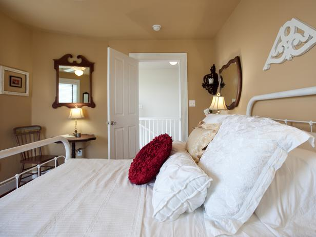 جــوله في بيت آمـريكي BC11_07-Guest-Bedroom-FM-9910_s4x3_lg