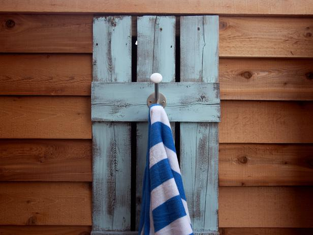 جــوله في بيت آمـريكي BC11_06-Exterior-Shower-FM-0355_s4x3_lg