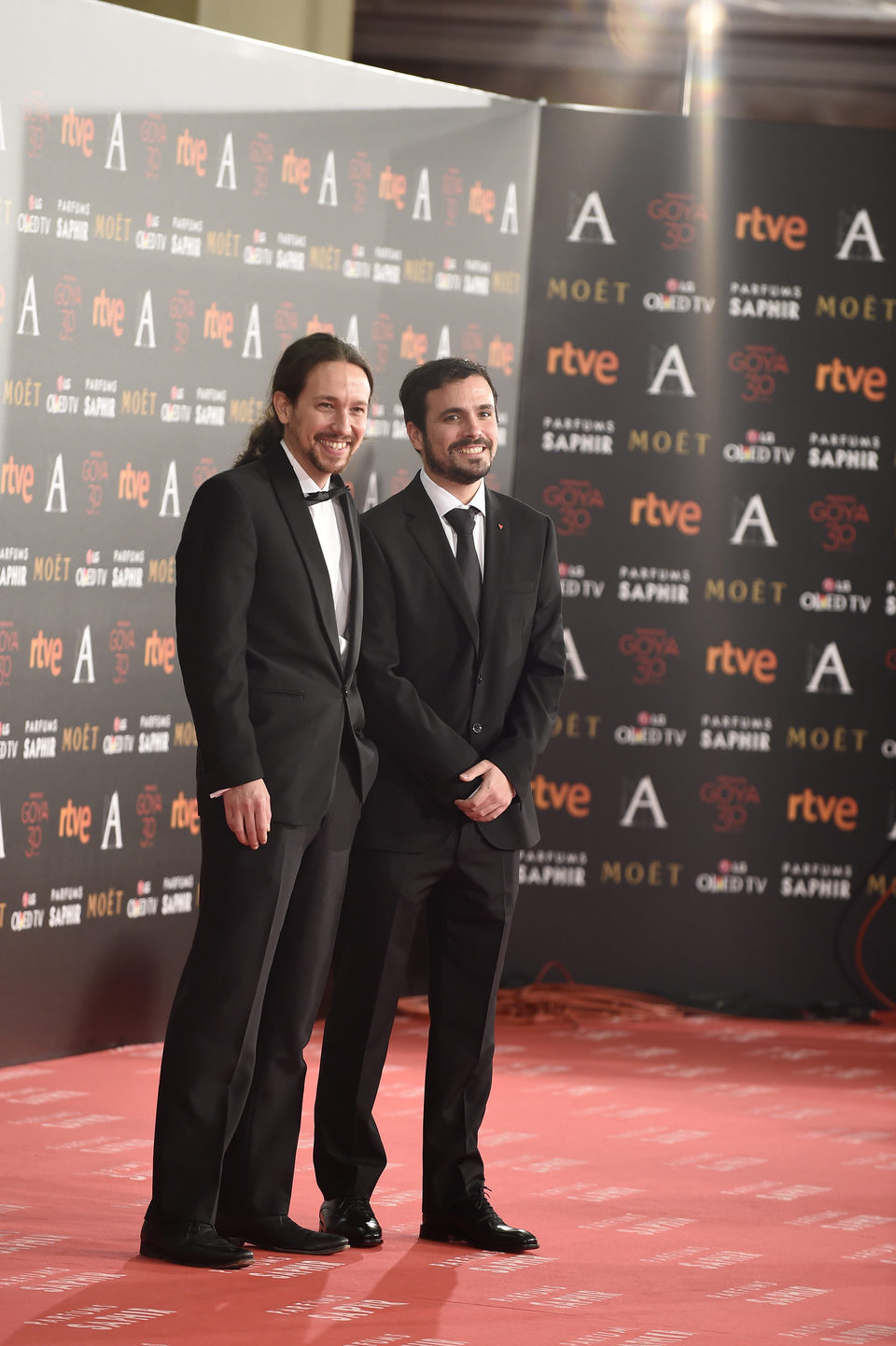 ¿Cuánto mide Alberto Garzón? - Altura 65431_pablo-iglesias-alberto-garzon-alfombra-roja-premios-goya-2016