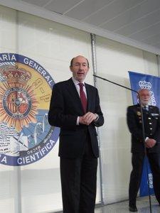 Sindicatos policiales piden a Rubalcaba que no use los actos de la Policía para lanzar mensajes de partido contra el PP Fotonoticia_20110608141442_225
