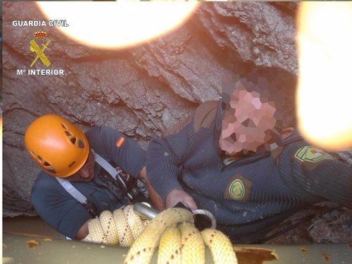 La Guardia Civil auxilia a un agente forestal herido al tratar de rescatar un buitre en La Yecla (Burgos) Fotonoticia_20120907125209_500