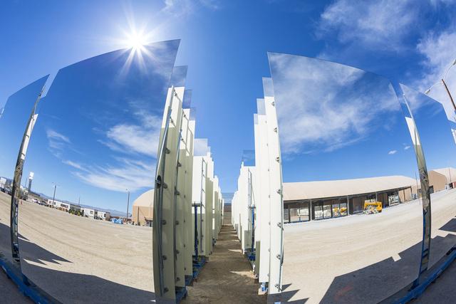 La planta solar más grande del mundo entra en funcionamiento  Ku-xlarge