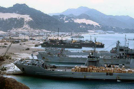 القوة البحرية الروسية تحديث الأسلحة والقواعد وتعزيز الانتشار CamRanhBay-pic4-452x302-38745