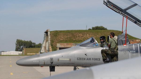 التشيك تبيع 14 طائره L-159 الى شركه امريكيه  VOL_8774-21--z-kladna-taktick-ho-letectva