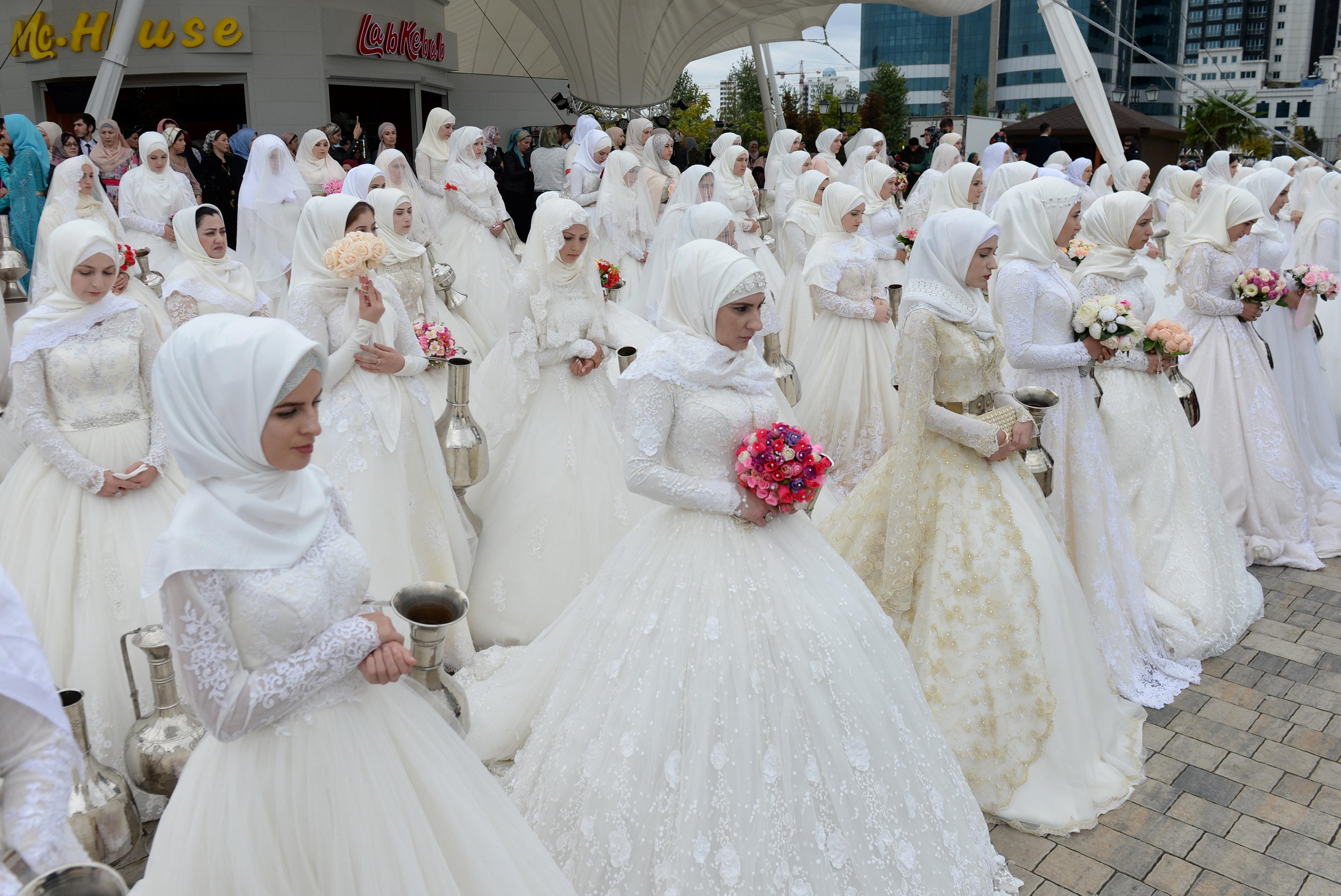 صور حفل زفاف جماعى فى الشيشان بمناسبة الذكرى الـ 200 لتأسيس جروزنى 1278831-2018-10-05T164355Z_1519424198_RC1ED77E4960_RTRMADP_3_RUSSIA-CHECHNYA-GROZNY-ANNIVERSARY
