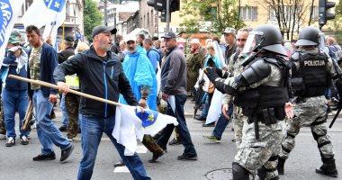 صور.. شرطة البوسنة تشتبك مع مئات من المحاربين القدماء بالعاصمة سراييفو  201809050553595359