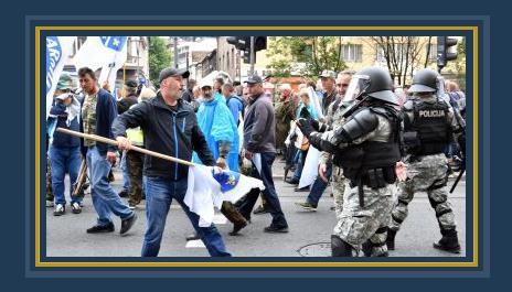 صور.. شرطة البوسنة تشتبك مع مئات من المحاربين القدماء بالعاصمة سراييفو  490315