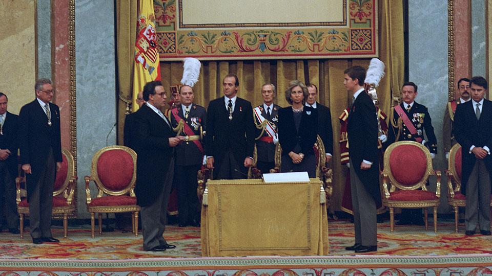 ¿Cuánto mide el Rey Felipe VI? - Altura - Real height 023juraconstitucion