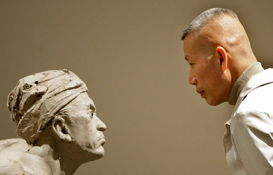 Cai Guo-Qiang presenta su exposición 'Quiero creer' en el Museo Guggenheim Bilbao