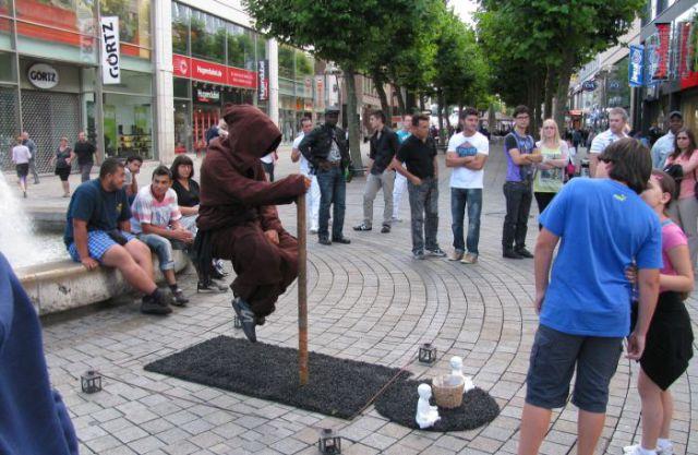 Levitatie - Pagina 2 Reallife_acts_of_levitation_640_03