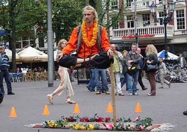 Levitatie - Pagina 2 Reallife_acts_of_levitation_640_06