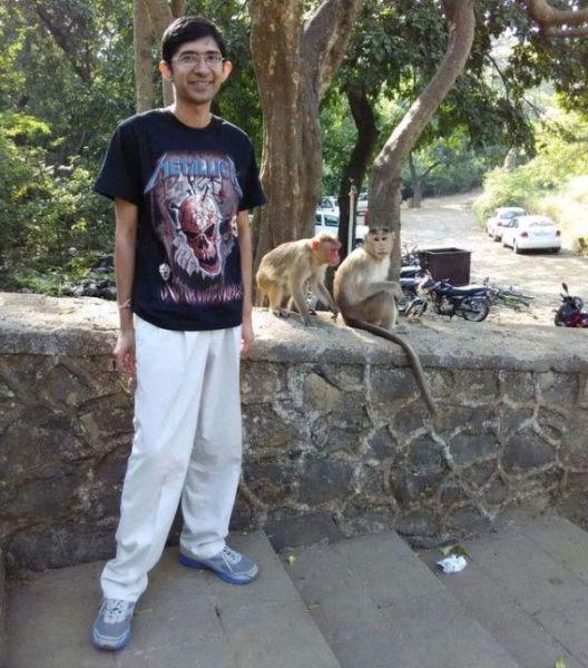 குரங்குகளின் செக்ஸ் சேஷ்டை Monkeys_make_one_guys_photo_truly_memorable_640_04