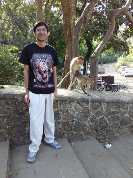 குரங்குகளின் செக்ஸ் சேஷ்டை Monkeys_make_one_guys_photo_truly_memorable_640_06
