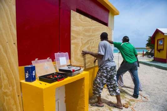Dans les Antilles françaises, la population fébrile à l'approche de l'ouragan Irma 2c4e8e5_5954870-01-06