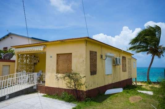 Dans les Antilles françaises, la population fébrile à l'approche de l'ouragan Irma 4ff7c00_5954915-01-06