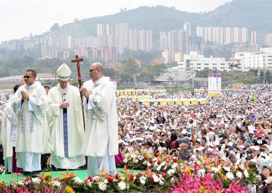 Le Pape François en  Colombie 02b77b7_32183-10gtg37.yrkgnidx6r