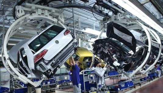 Diesel : Volkswagen, Daimler et BMW accusés de tests sur des humains et des singes 27b45b4_26627-d5xd70.9mpoe
