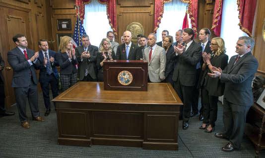 Le gouverneur de Floride signe la loi sur le contrôle des armes 2974a8c_b1b07842c0054387b0e509cb520f80c5-55e33148f8bd4fd2bef53c48f50fb8b4-0