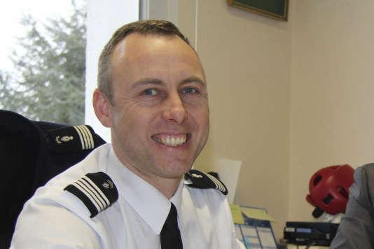 Arnaud Beltrame, le gendarme qui s'est livré en échange des otages du supermarché, est mort B6284fc_10283-48qgrx.ycjl3