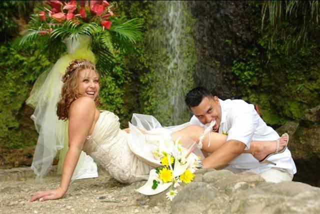Dashuria me ane te fotografive  - Faqe 2 Romance_by_Waterfall
