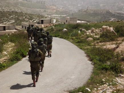 أقرب إلي الحرب : تكتيكات تدريبات جماعات صيد الدبابات في الجيش الإسرائيلي لمواجهة الجماعات المسلحة في الحرب القادمة Dfgdfgdfgfdg_c