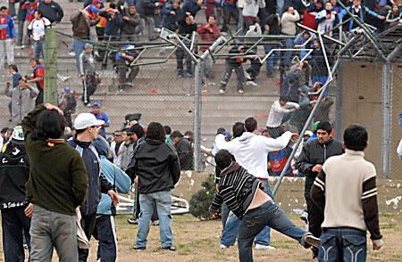 العنف في الملاعب TigreNuevaChicago_450x294