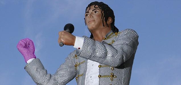 Mohamed Al Fayed erige una statua in onore di Michael - Pagina 3 Article-1303297467850-0BB267B500000578-460298_636x300