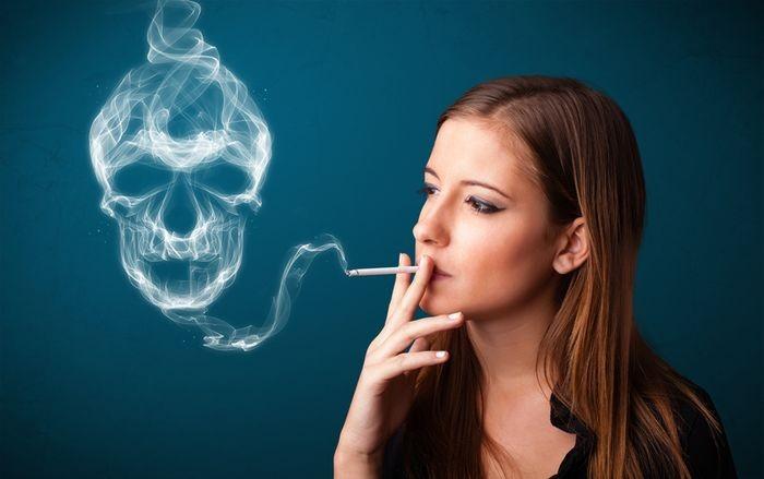 Smoke - Page 5 Fajciarka-fajcenie-cigareta_dreamstime