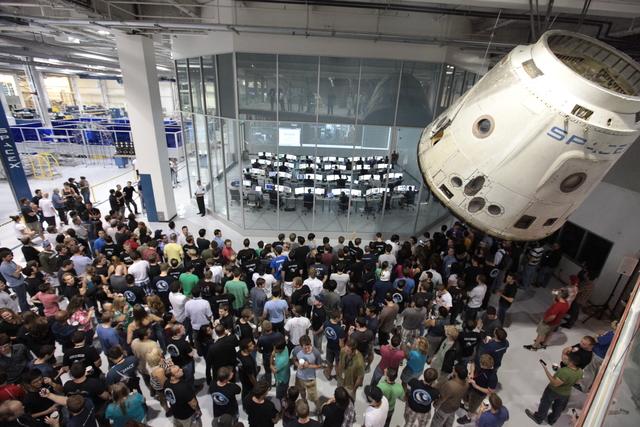 SpaceX - Page 3 2200bfc8-bc08-47b7-89f9-e6d6125c5e3f_640x427