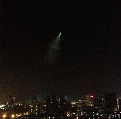 Ovni ou fusée photographié au-dessus de la Chine le 13 mai 2013 Ob_23ff79f19048d600210d941f2ed5e037_china-2