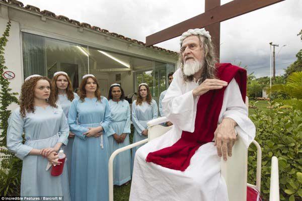 Faux christs s'élevant partout dans le monde prétendant être la seconde venue de Jésus Ob_907595_scooter-jesus