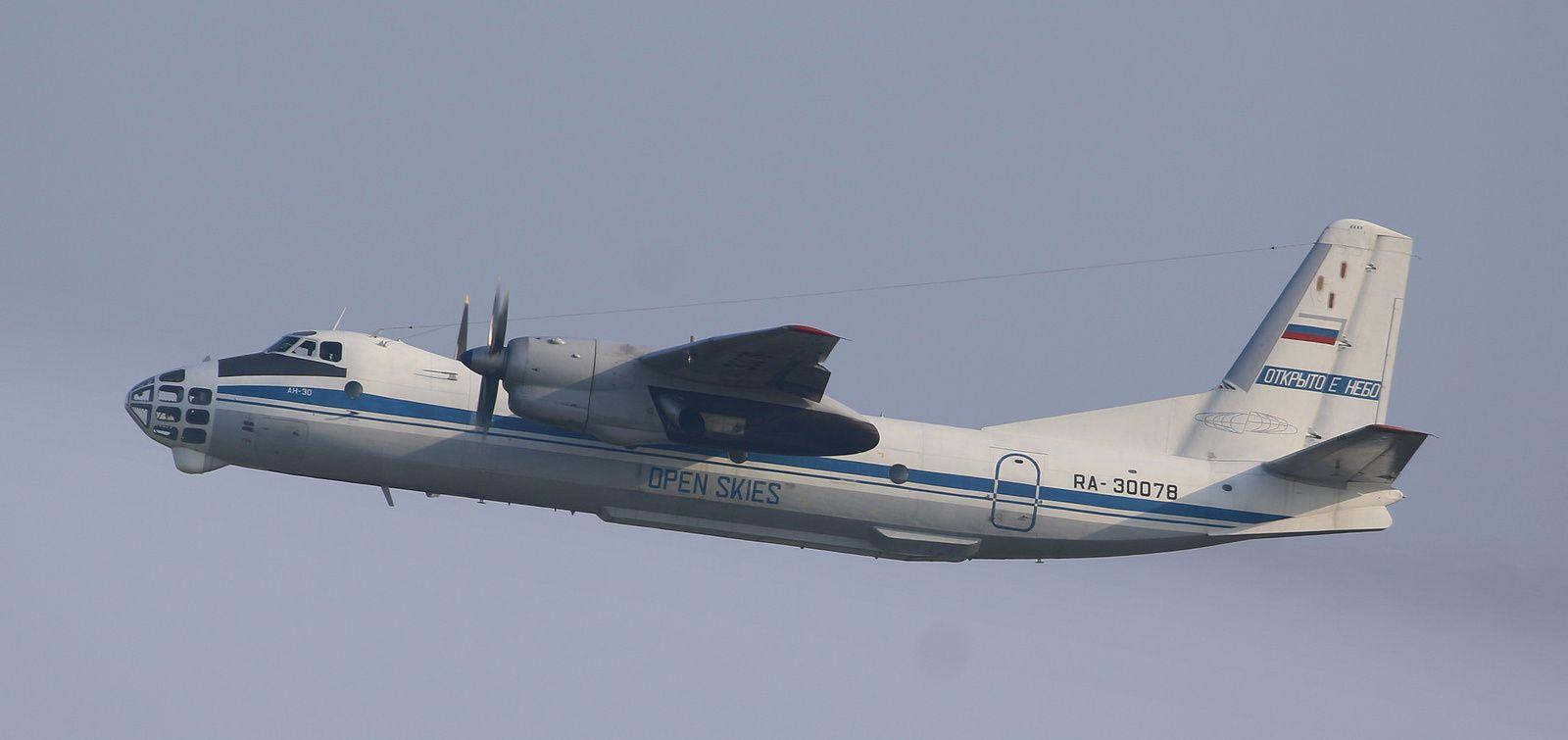 AN 30B eastern express 1/144 Ob_9d2cc3_34061894001-4f76dc500e-k