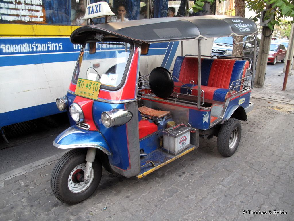 Les véhicules Rickshaw ou tricycles Ob_367916_le-tuk-tuk-de-bangkok