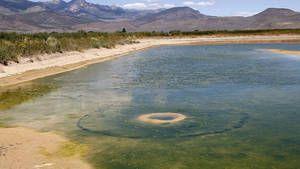 Un cratère apparaît dans un lac aux Etats-Unis Ob_341f3c_d-apres-les-experts-la-formation-de-ce