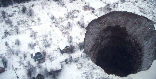 Une gigantesque doline s'ouvre de nouveau en Russie Ob_fbe115_enfer-russie