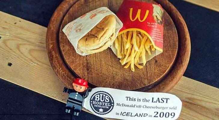 Le tout dernier hamburger McDonald d'Islande exposé depuis près de 2 000 jours ! Ob_3d27cd_zzzzzzz