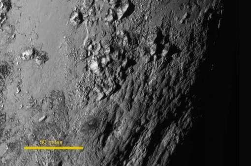 De hautes montagnes sur Pluton Ob_03ad93_media-xll-7872132