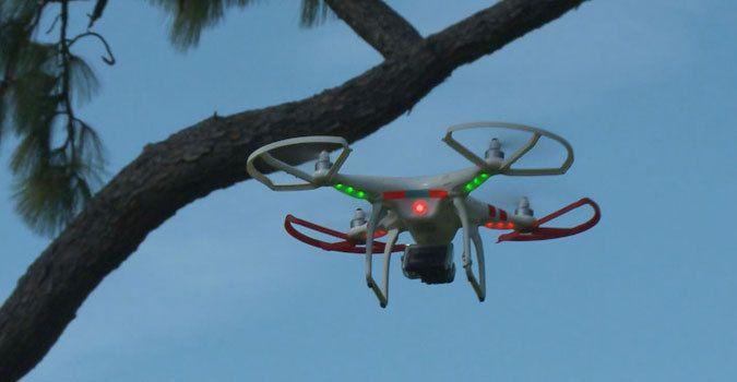Voici le drone qui pirate votre WIFI Ob_b34759_drone-wifi