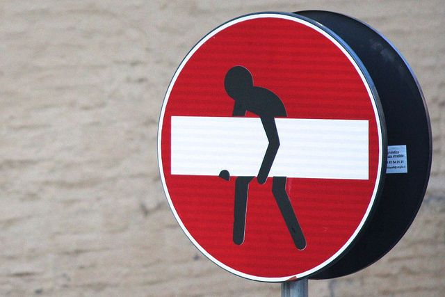 Indice de la liberté humaine : la France classée 33ème.. Ob_352e2f_sens-interdit-empanada-pariscc