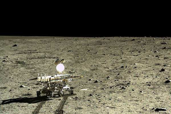 Le robot lunaire chinois Yutu a découvert une étrange substance sur la Lune Ob_326c44_foreign201512240842000339976239093
