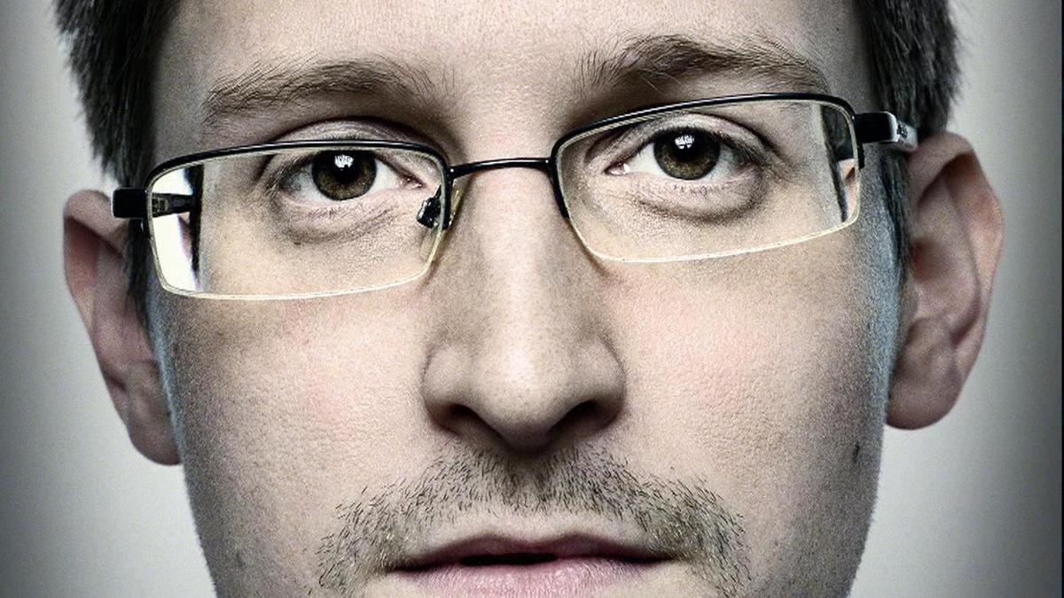 Chute des libertés: Edward Snowden adresse un message à la France en français Ob_076707_edward-snowden-1
