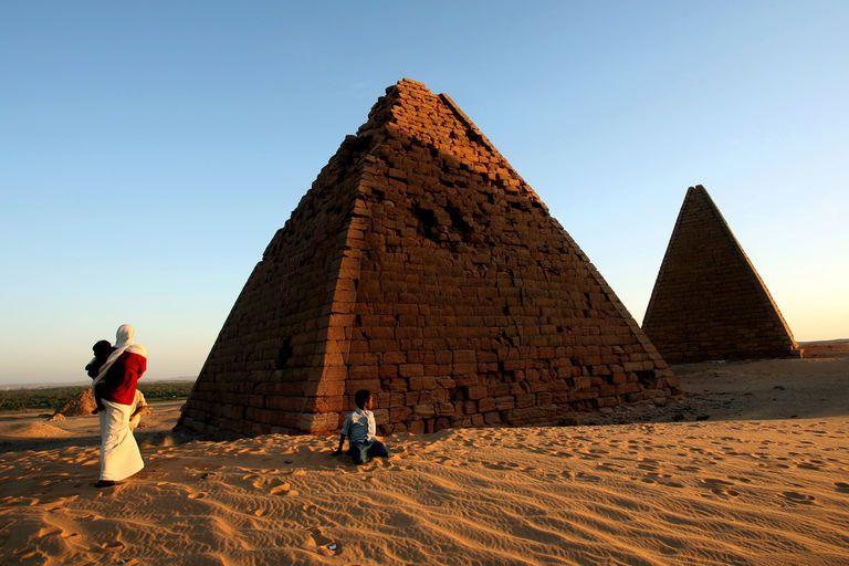 Un archéologue suisse déterre au Soudan les restes d'un passé mystérieux Ob_a80dc2_5077860-7-7507-les-pyramides-royales-n