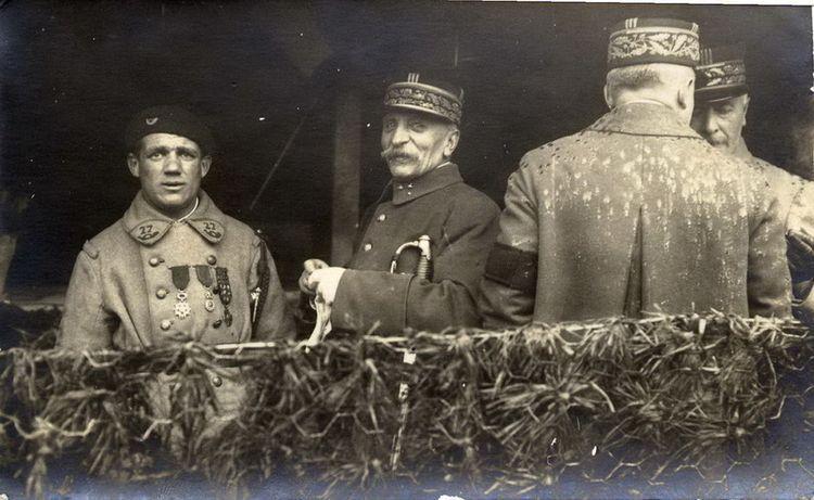 Le chasseur Albert Roche, premier soldat de France . Ob_a74058_albert-severin-roche
