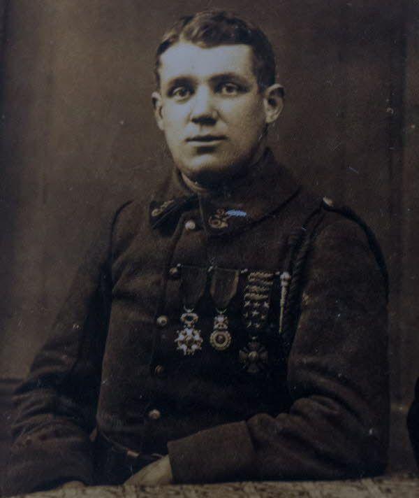 Le chasseur Albert Roche, premier soldat de France . Ob_b86bbc_roche-albert