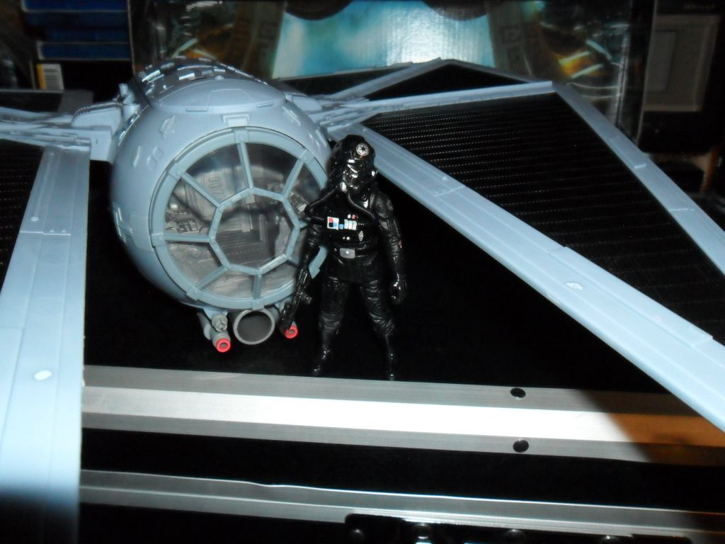 Collection n°182: janosolo kenner hasbro - Page 10 Ob_f6a1e4_tie-striker-with-tie-pilot