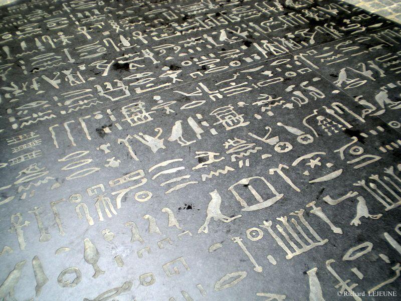 L'Alphabet à votre image - Page 8 Ob_7eb09e_figeac-pierre-de-rosette-hieroglyp