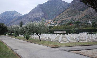 Le cimetière militaire français de Venafro en Italie.  Ob_15c04f_cimetiere-militaire-francais-venafro