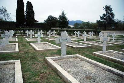 Le cimetière militaire français de Venafro en Italie.  Ob_a6a85e_cimetiere-militaire-francais-venafro