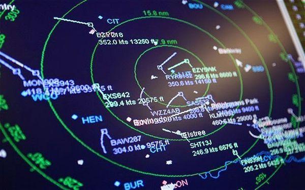 13 avions ont disparu pendant 25 minutes des écrans radar... au cœur de l'Europe Ob_59376f_0000000000000000